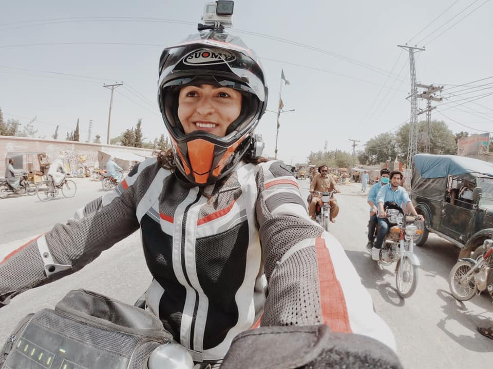 66859326 10161945582950640 7147985453642153984 n - Turkish female biker Asil Özbay visits Pakistan