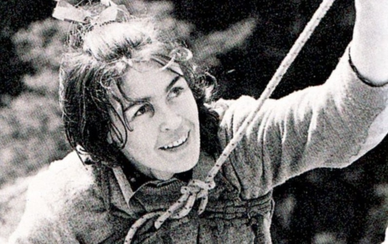 800px Wanda Rutkiewicz Góry Sokole fot. Seweryn Bidziński2 - K2 world's second highest & deadliest peak in Pakistan