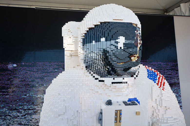 news 071819d 1 - A Tribute To Apollo 11 | LEGO Life-Size Spacesuit Model