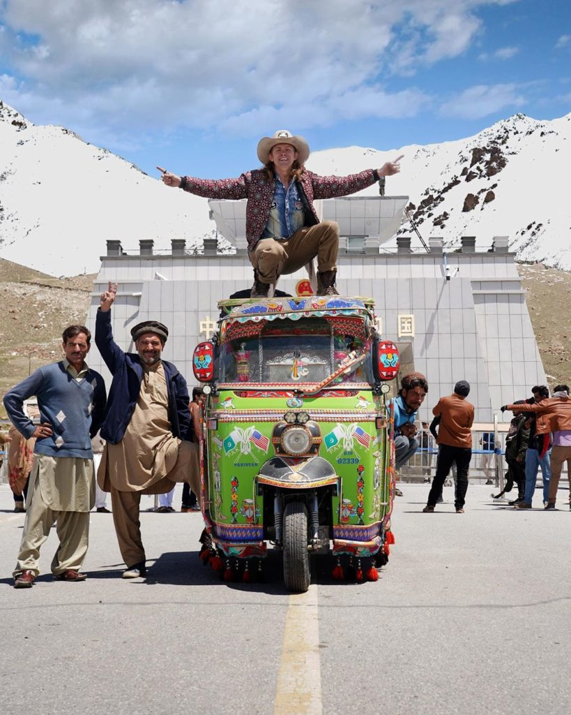 Alexander at Khunjerab Pass Pakistan China Border DailyLife.PK  819x1024 - American YouTuber Alexander sings Dil Dil Pakistan on 14 August