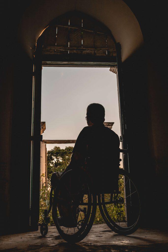man sits on wheelchair 3057504 683x1024 - پرانے دوست